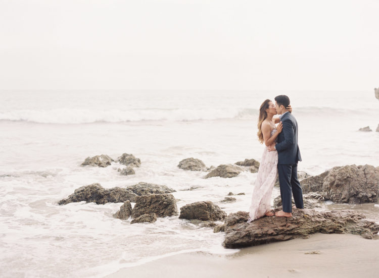 Best couple poses - couple kissing